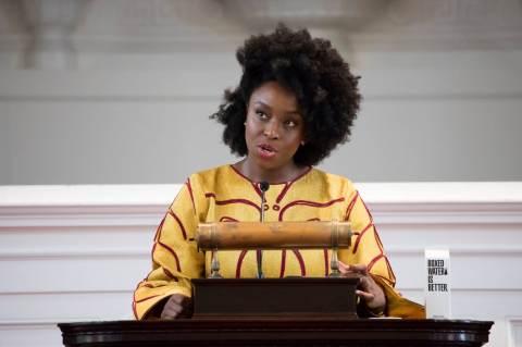 Chimamanda Gnoci Adichie (fotó: Maria Stenzel és Takudzwa Tapfuma, Amherst College Office of Communications)