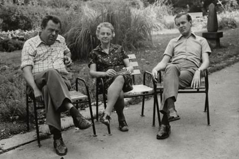 Dömötör Tekla Ranschburg Jenő és Voigt Vilmos társaságában, 1982 (Fotó: Moldován Domokos)