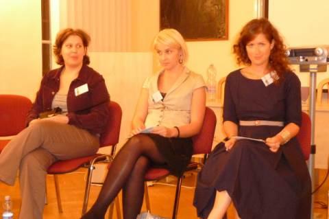 Szabó Gabriella (NANE), Szoboszlai Beáta (Nők a Tudományban) és Lóránd Zsófia történész, moderátor a beszélgetésen