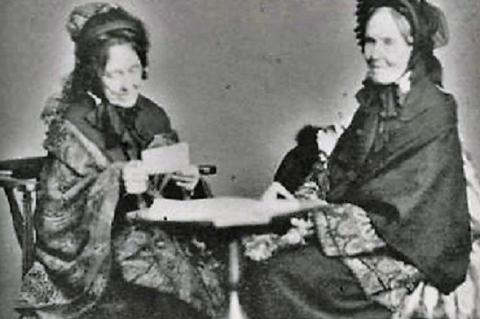 Julia Evelina Smith (balra) és Abby Hadassah Smith