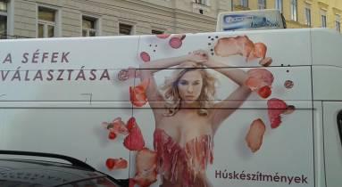 Chef Market nőket húsdarabként ábrázoló reklámja